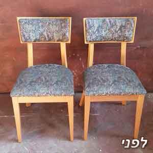 כיסאות מעץ מלא שיצבעו ויוחלף להם הריפוד