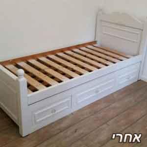 מיטת ילדים עם 3מגירות שהתבקשנו לצבוע בלבן