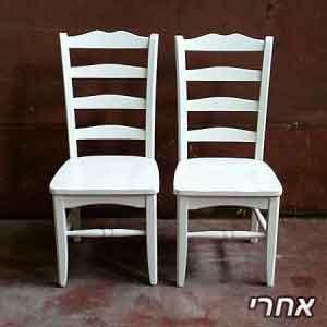 כיסאות פינת אוכל ללא ריפוד שנצבעו בצבע לבן