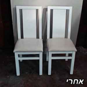 2 כיסאות שנצבעו בלבן בתנור