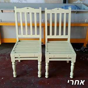 כיסאות לאחר צבעיה לירוק בהיר