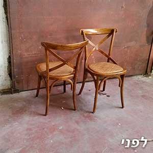 זוג כיסאות מוכנים לפני צביעה