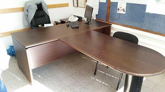 שולחן מעץ לפני צביעה